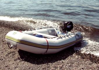 Schlauchboot mit Außenborder